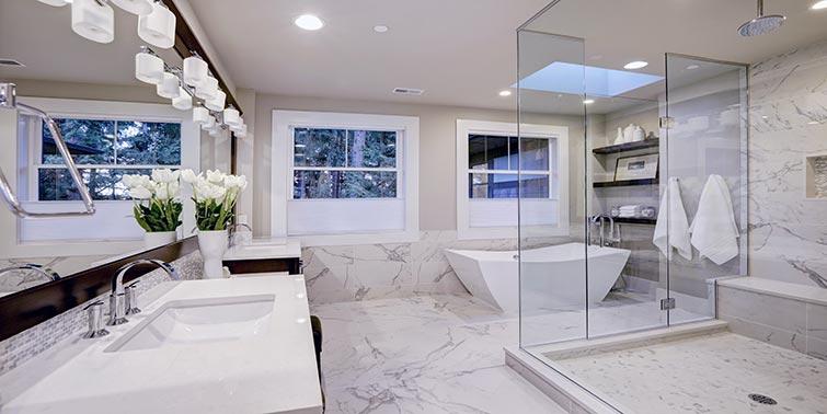 reformar baño con mármol