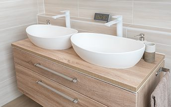 reforma de baño con lavabo doble