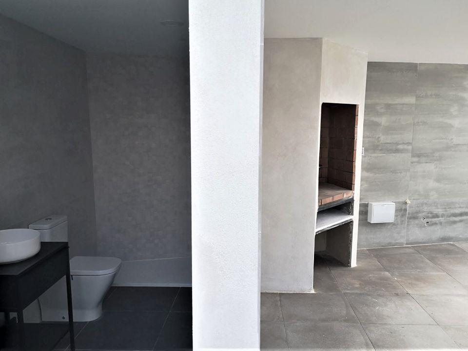 Reforma de baño en chalet con estilo minimalista en Valencia