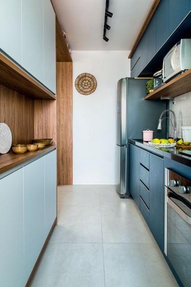 cocina alargada azul