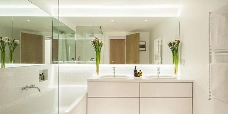 cuarto de baño sin ventana espejos
